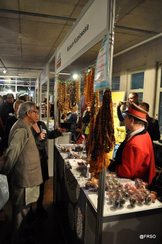 Noblista Muhammad Yunus zachwycony Muzeum Kurpiowskim w Wachu