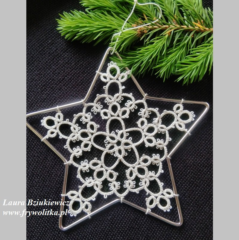 Witrażyk świąteczny z frywolitki. Wykonanie Laura Bziukiewicz