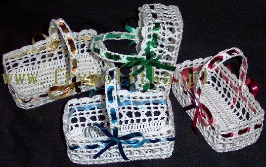 Koszyczki z koronki szydełkowej